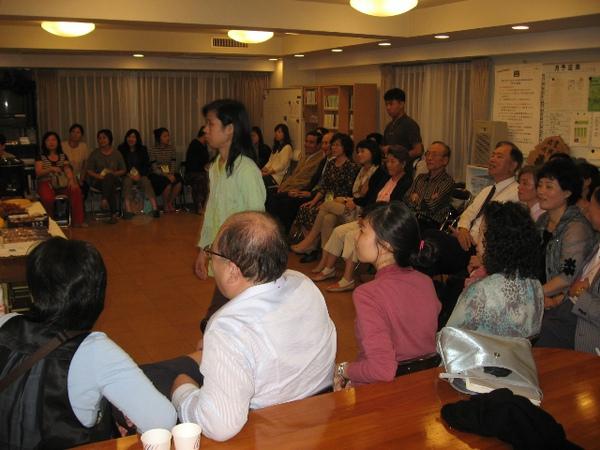 聯合國弟兄姊妹於會所相調1.JPG