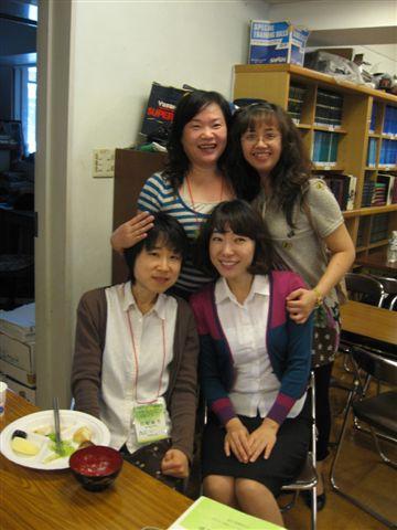 20090922早餐用餐跟姊妹們合影2.JPG