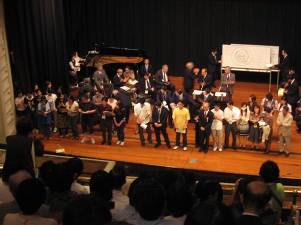 20090923福音聚會想受浸而上台的人數.JPG