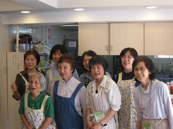 在習志野召會服事飯食的姊妹們.JPG