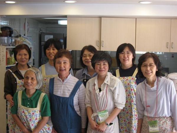 在習志野召會服事飯食的姊妹們1.JPG