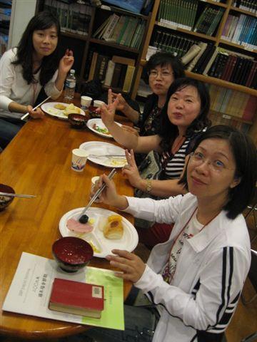 早上在習志野召會用早餐的情形4.JPG