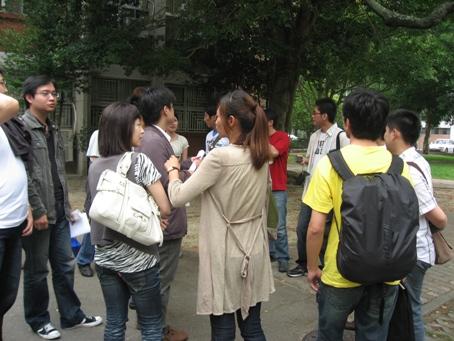同學閒聊3.JPG