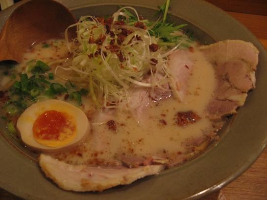 20100501雙麵屋的叉燒焦蔥豚骨拉麵.JPG