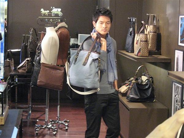 20110407宥勝in台中新光6.JPG