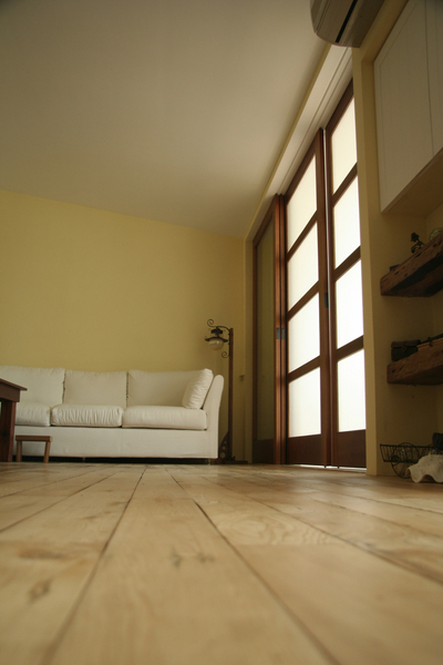 裝潢後的客廳一角