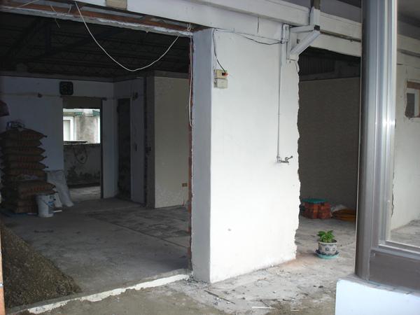 裝潢中的陽台與客廳