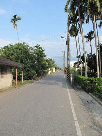 住家外的右邊巷道