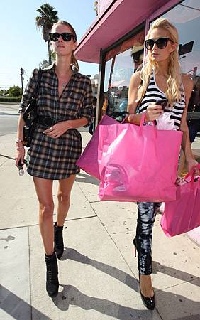 Shopping_at_Thrashy_Lingerie_in_Hollywood___October_6__2009.jpg