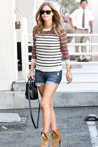 Shopping_at_Hermes_in_Beverly_Hills_July_27_2011.jpg