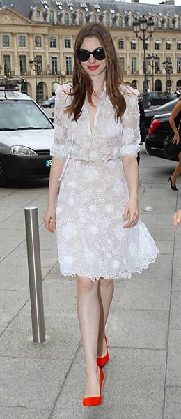 Anne Hathaway in white dress attending to a Givenchy private show in Paris-03-560x1294.jpg