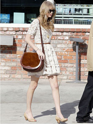 Taylor-Swift_image_300_400.jpg