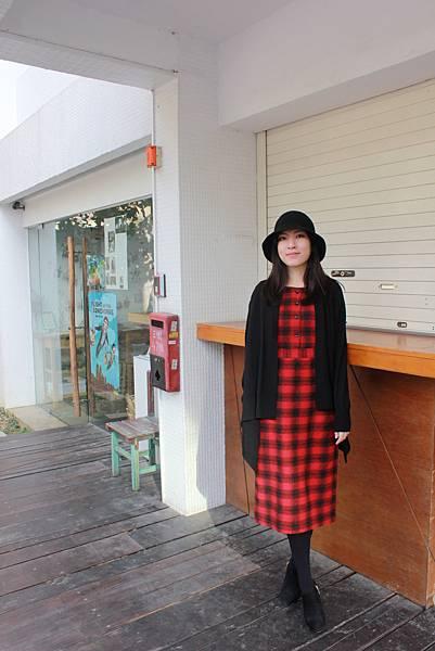 紅黑格紋洋裝穿搭