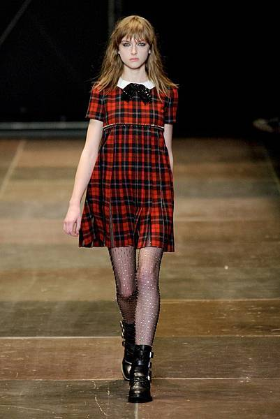 saint-laurent-plaid-look