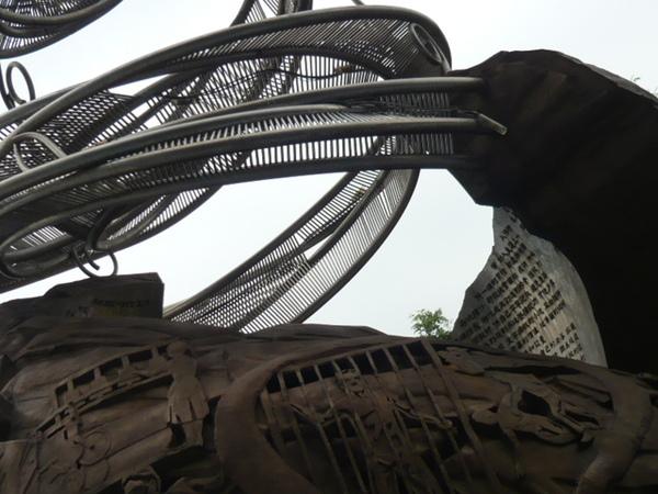 京華城前的龍