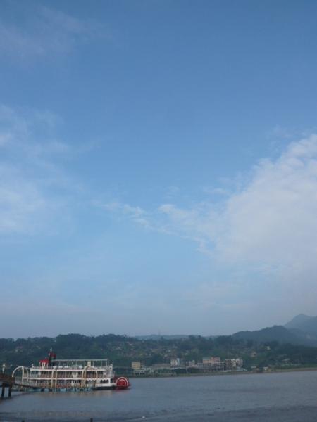 颱風肆虐後的天空