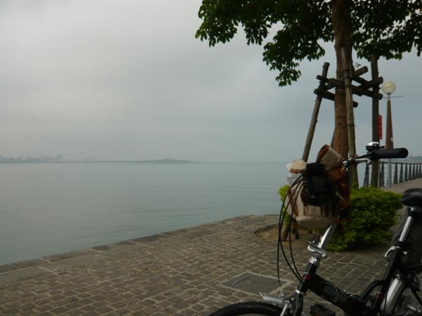 今天的淡水很霧。