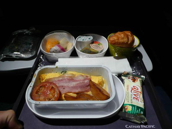 睡醒之後的早餐....超可口的蛋阿~裡頭還有夾橄欖碎末喔!
