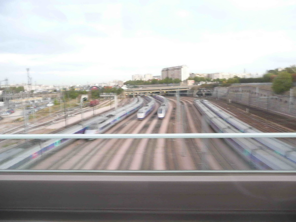 巴黎火車站鐵道.jpg