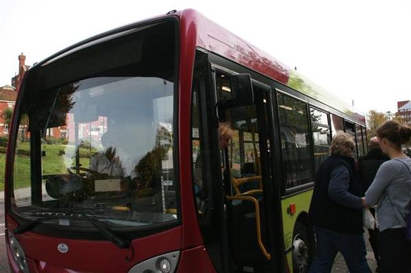 搭PRAKS AND RIDE公車去Basingstoke車站