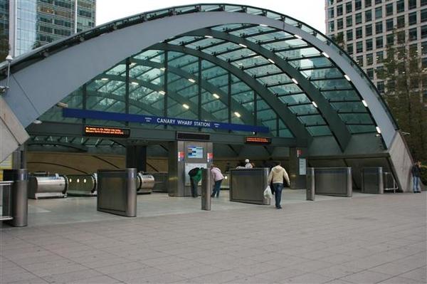 回Jubilee 線的Canary Wharf 了