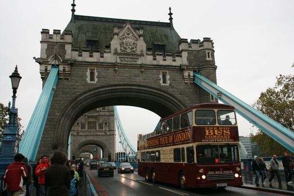 在橋上囉,hello bus