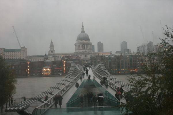 千禧橋正上方