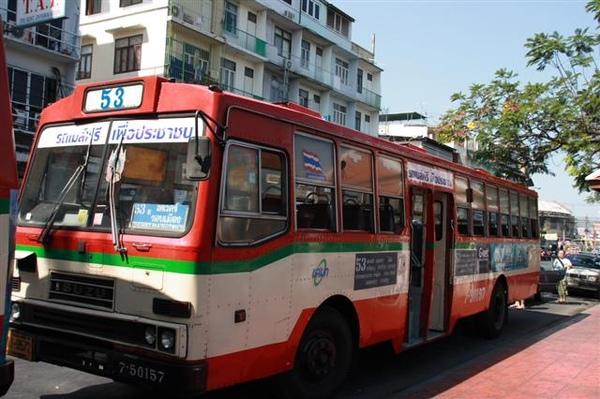 泰國的公車ㄝ