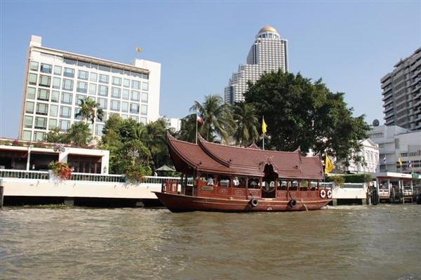 東方文華的接駁船