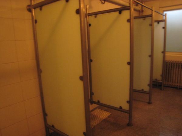 洗澡的隔間...當然沒有門