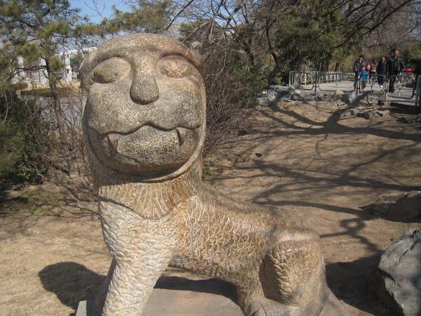 非常奇怪的雕塑 在獅虎山