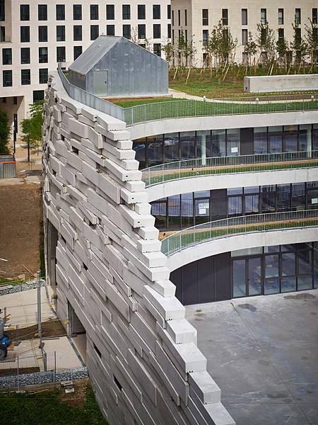 ChartierDalix_BLG_vue_du_parvis_façade_sud©david_Foessel.jpg