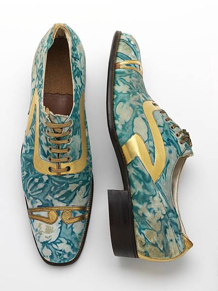 10._Mens_shoes_gilded_and_marbled_leather_Northamptonshire_England_c.1925__Victoria_and_Albert_Museum_London.jpg