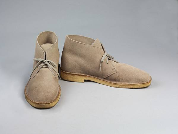 Clarks_Desert_boots_light_brown_suede_1994.jpg