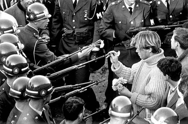 2._Anti-Vietnam_demonstrators_at_the_Pentagon_Building_1967_Photo_by_Bernie_Boston_The_Washington_Post_via_Getty_Images.jpg