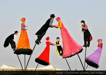 羅馬尼亞首都舉行空中戲劇節