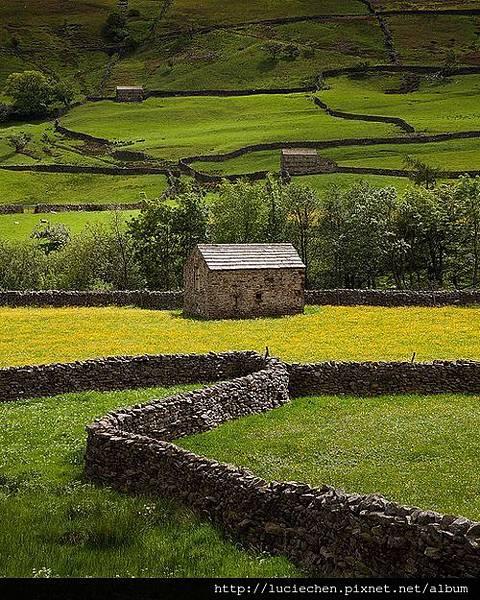 Stone Fence, Yorkshire Dales, England.jpg