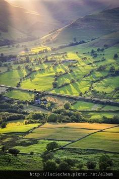 Stone Fence, Yorkshire Dales, England0.jpg