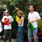 『老街溪開工動起來 圍籬彩繪嘉年華』活動-幸福藤牆壁彩繪為三位評審之一-評審中01.JPG