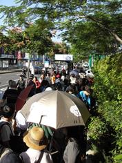 彩繪藝術_2010臺北國際花卉博覽會_排隊進場實況.JPG