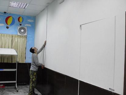 01華視專訪幸福藤壁畫藝術-到現場丈量需彩繪的牆面尺寸.jpg