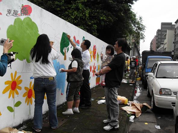 牆壁彩繪、手繪壁畫、壁畫工程、兒童房彩繪、彩繪工程、彩繪藝術、壁畫藝術、牆面設計、家飾彩繪--員工.親子彩繪實況-04.JPG