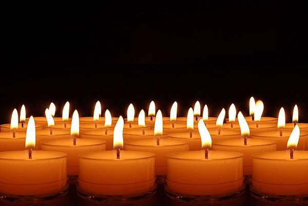 candles-492171.jpg