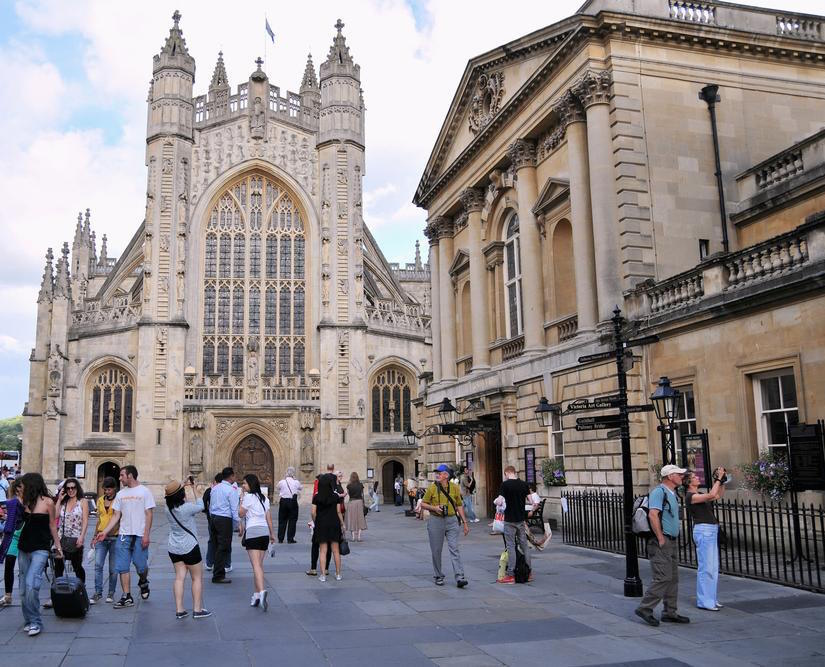 bath-abbey-and-roman-baths-82580632