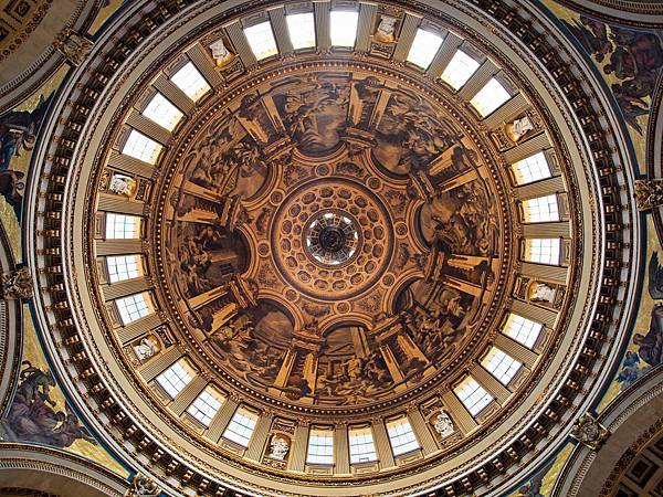 Dome_from_cathedral_floor
