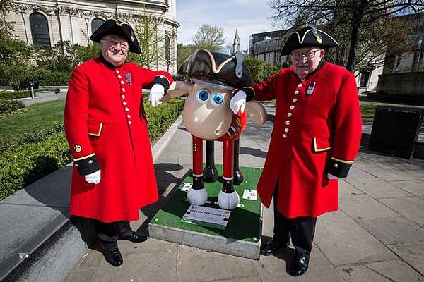 Chelsea-Pensioners-and-Shaun