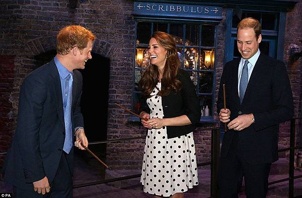 Kate-Middleton-joined-Princes-William-and-Harry-for-a-wizard-day-out-at-the-Harry-Potter-film-studios