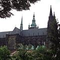 遠遠看到聖維塔大教堂