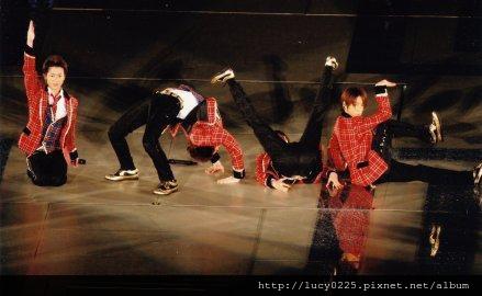 ARASHI LIVE TOUR LOVE 02.jpg