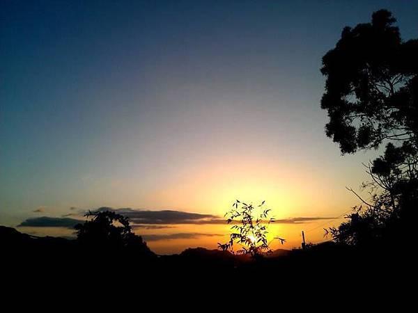 桃園角板山的日落---林東生攝影作品
